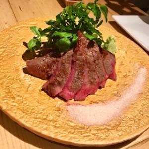 肉バルのレアステーキ