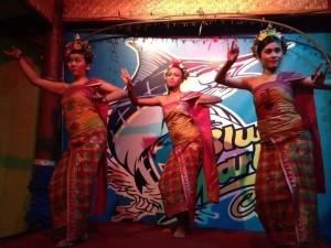 バリのバリ舞踊レゴンダンスを体験