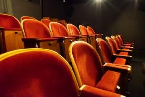 お休みの日は映画館に観に行ったりしています