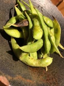 梅田で人気の焼き鳥居酒屋でオススメの一品料理あぶり枝豆