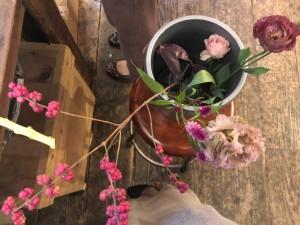 まずは好きな花材を選びます