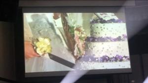 ケーキ入刀のセレモニーは披露宴の中盤で