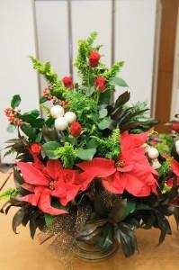 クリスマスシーズン披露宴の各卓装花アレンジ