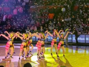 大阪エヴェッサ公式ガールズパフォーマンスユニット「BT(ビーティー)」によるダンス