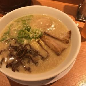 大阪梅田でオススメの豚骨スープがベースのラーメン屋
