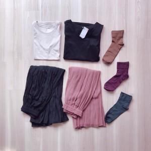 プチプラの王道、UNIQLO(ユニクロ)さんで服4着と靴下を買いました