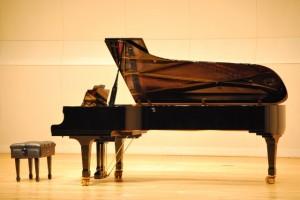 ピアニストの男の子が主役の映画「四月は君の嘘」